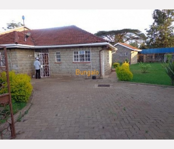 Specious 3bedrooms plus dsq colonial bungalow with a nice garden,in a gated community